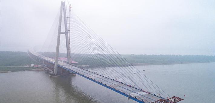 武汉青山长江大桥顺利合龙