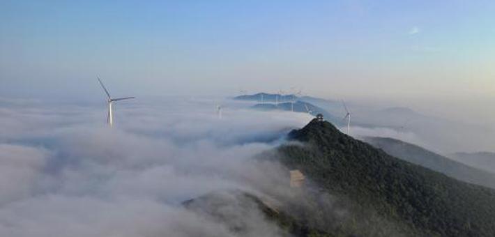 湖北圣境山现云海美景