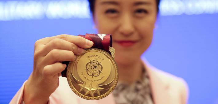 武汉军运会奖牌、奖杯正式亮相