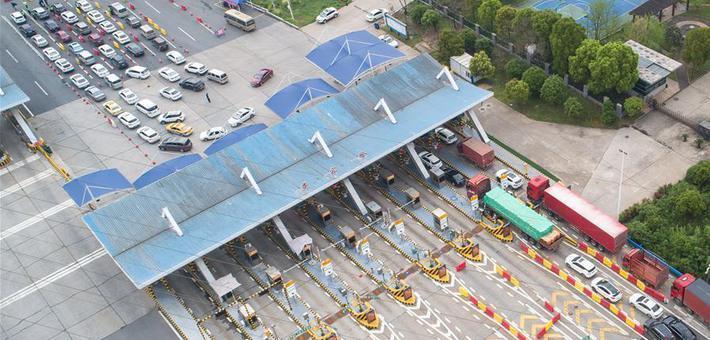 返城乘客有序进入武汉