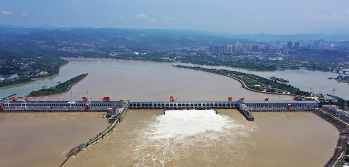 长江宜昌段水位上涨 葛洲坝开闸泄水