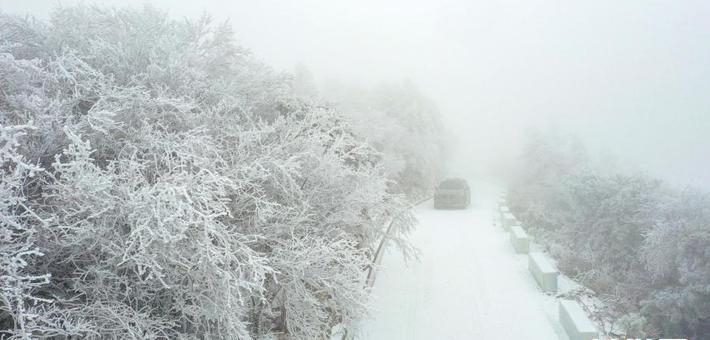 湖北一景区雪后出现雾凇景观