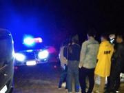 6男女恩施自驾游迷路崖边爆胎 民警村民连夜来相助