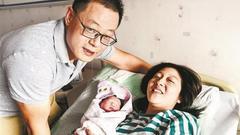 武汉二胎妈妈突然发作 过路私家车秒变救护车和产房