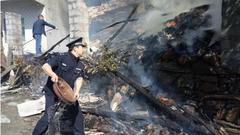 十堰一居民家中液化气泄漏着火 民警冒险爬楼扑灭