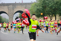 """2019武汉马拉松赛道上陪你到最后的""""关门导"""""""