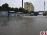 强降雨致湖北黄石多地积水 消防转移营救多人