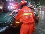 暴雨致湖北荆门多处内涝 消防紧急疏散300余人