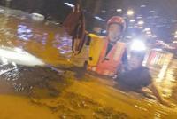 湖北宜昌夜降暴雨致多地积水 消防疏散转移300余人