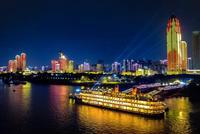 武汉25公里长江巨屏中秋节亮相 军运会元素点亮灯光秀