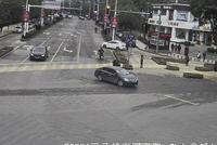 中年女子误服84消毒液 市民驾车连闯15个红灯送医