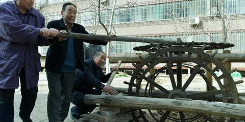 河北一老人痴迷农耕文化 收集300余件旧农具