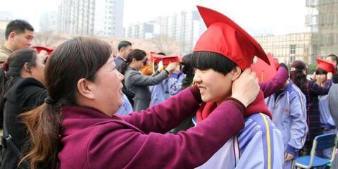 """河北学子""""十八而志""""举行成人仪式"""