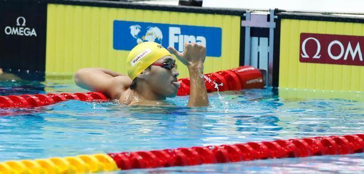 100米仰泳徐嘉余破赛会纪录