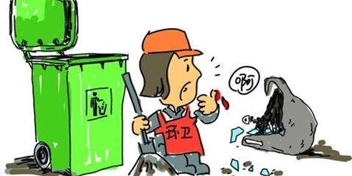 郑州一道路出现大量装修垃圾 环卫工人愤而举报