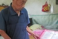 """河南""""诚信老爹""""20年攒5万替儿还债:还了钱才能睡踏实"""
