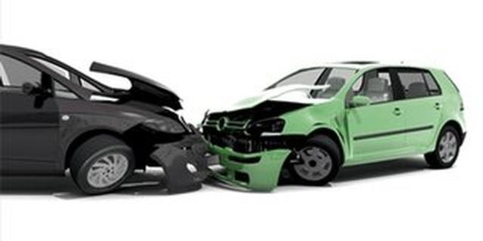 深夜撞上宝马车 肇事车司机主动报警求处理
