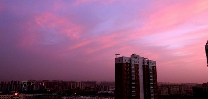 昨日傍晚郑州天空现迷人晚霞