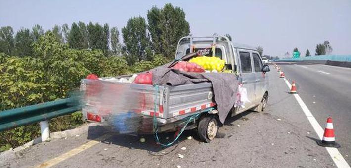 新乡:货车高速爆胎360度漂移过弯
