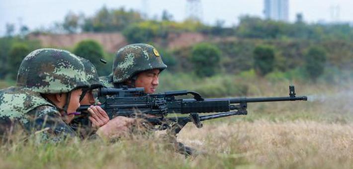 直击武警重火器实弹射击现场