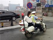 教师资格考试开考前 姑娘的身份证丢了 郑州交警救急