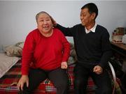 三门峡男子不离不弃照顾瘫痪前妻 17年没睡过一个囫囵觉