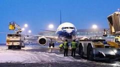 长时间冰雪条件下 郑州机场首次实现全时段未关闭