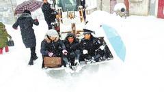 信阳特大暴雪2.7万人受灾 中小学今天起继续停课