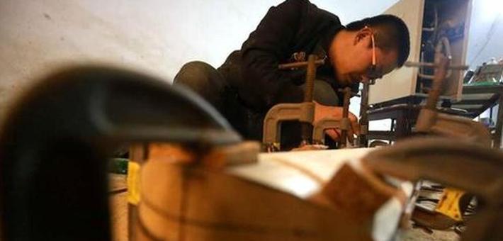郑州80后手艺人与妻子隐居窑洞 制作古琴