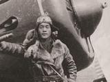 他身受重伤驾机撞向日军战机