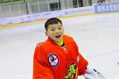 成都冰球小将定居鹤城,追寻他的冰球梦!