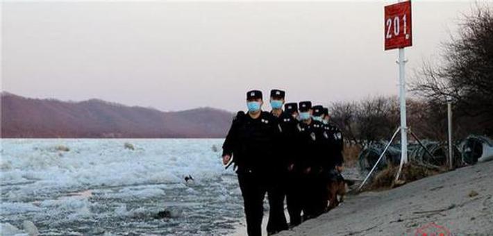 中俄界江乌苏里江饶河段开江