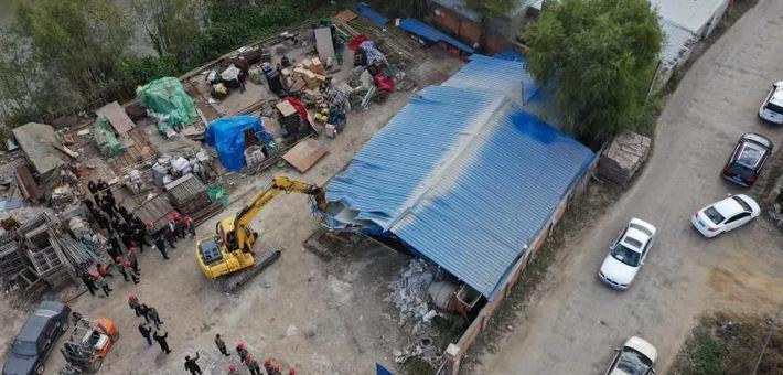哈尔滨对阿什河周边违建进行拆除