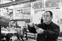 """齐齐哈尔北方机器有限责任公司铣工""""大拿""""徐守峰"""