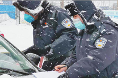 """齐齐哈尔党员一线雪中抗""""疫""""公安民警、辅警全员上岗"""