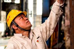 """""""钢铁""""是这样炼成的——记中国一重铸锻钢事业部刘伯鸣"""