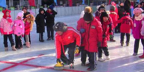 冰城中小学师生玩转冰雪季