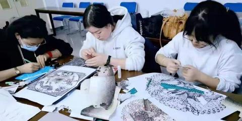 这项技艺古老又神秘!非遗文化鱼皮艺术走进龙外课堂
