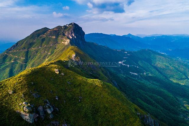 金仙寨属骑田岭山脉,主峰高1250米,位于郴州市桂阳县,临武县,北湖区三