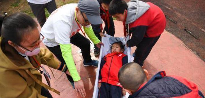 长沙小学减灾演练 让孩子学会自救