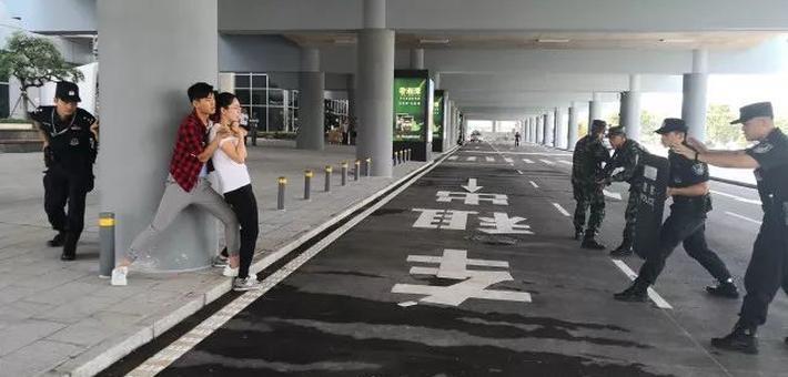 湖南机场公安进行反暴力反劫持演练