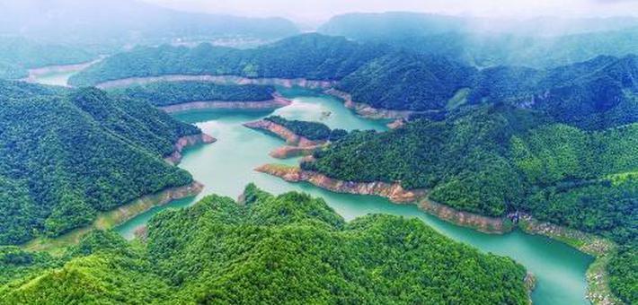 青山碧水白云湖