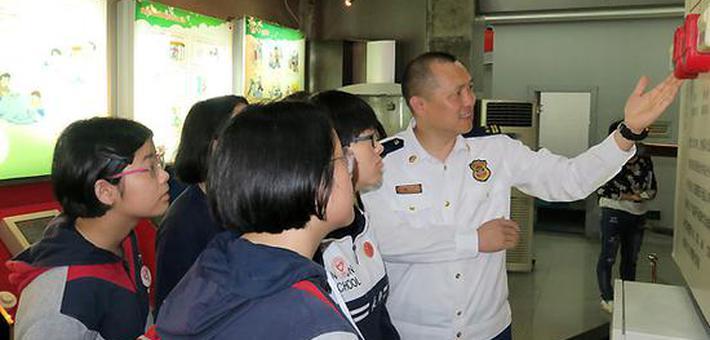 """科技活动周 湖南消防防灾馆来了一批""""消防志愿者"""""""