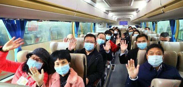 在湘全国人大代表启程赴京