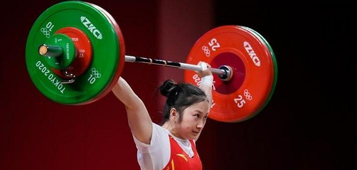 廖秋云女子 55 公斤级摘银,老家燃放绚丽烟花庆祝