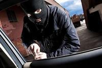 下车时车门没锁好还忘拿钥匙 17万的轿车被盗走