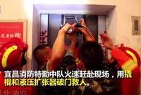 南京一男童在商场电梯上玩耍摔伤 家属索赔24万余元