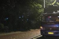 南京一辆三轮麾托撞上路边货车尾部 司机当场死亡