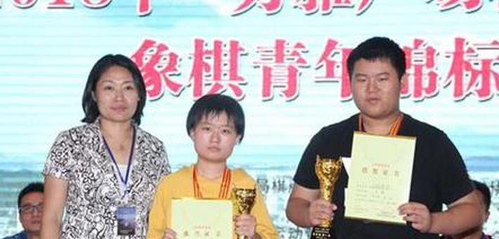 """17岁女孩获""""中国象棋国家大师""""称号"""