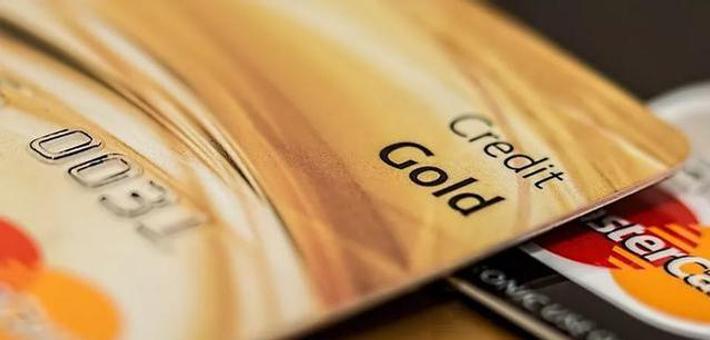 找人代办信用卡被骗,被透支32万